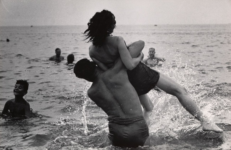 garry-winogrand-met-museum.sl.3.garry-winogrand-exhibition-ss01